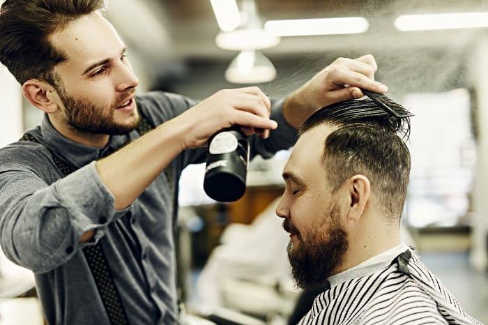 Geheimratsecken beim Mann - Was ist die passende Frisur